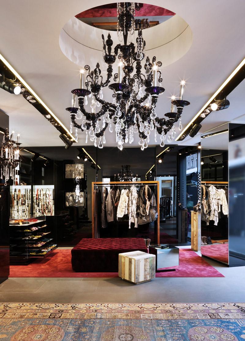 Saks Fifth Avenue exibe D&G i Koket  Saks Fifth Avenue exibe D&G i Koket Images of Dolce Gabbana Spiga2 Store designscene net 03