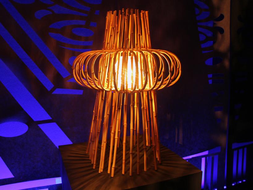 Lampada da tavolo 'nave', fatto di bambù con un diffusore in diamante tagliato cristallino  Dramma a ICFF! Belle lampade di Baccarat & Campana Brothers fusion06