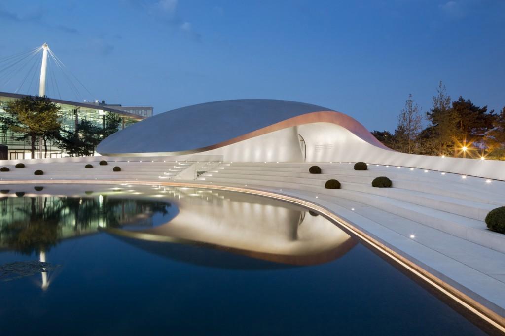 Porsche pavillion HENN, Wolsfburg  Preparati per l'estate 2013: 10 padiglioni esterni porsche pavillion henn