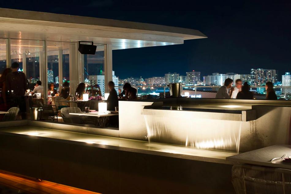 Le 8 migliori bar panoramiche del mondo  Le 7 migliori bar panoramiche del mondo Miami Juvia Rooftop bar restaurant e1376924091685