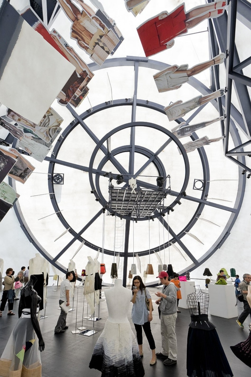 """""""Prada Transformer 2008""""  Architettura Contemporanea e Moda: Prada e OMA collaborazione Prada Transformer 2008 e1381411147263"""