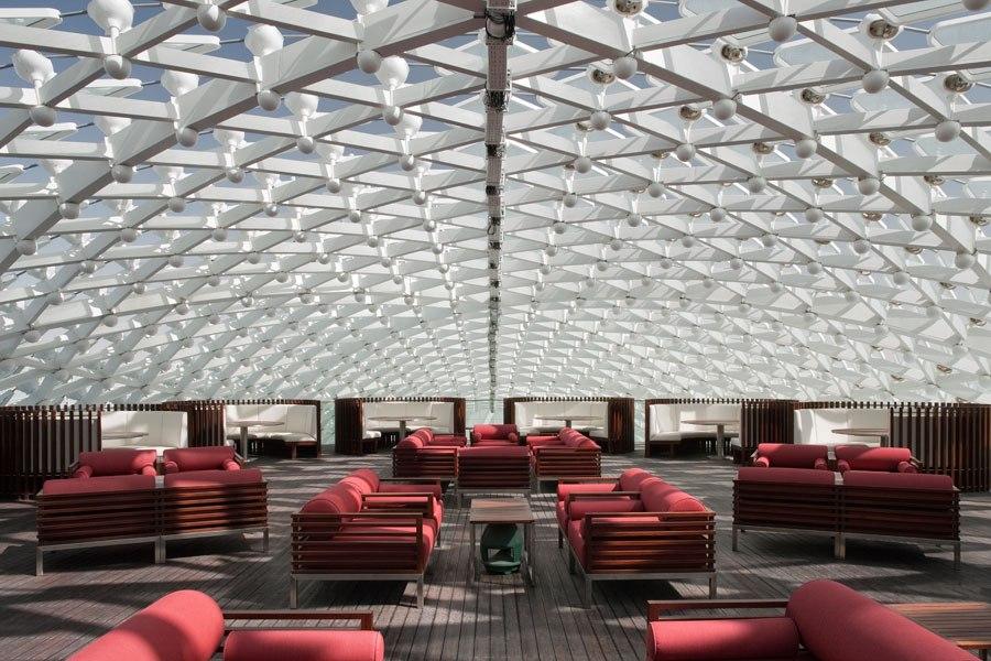Le 7 migliori bar panoramiche del mondo  Le 7 migliori bar panoramiche del mondo rooftop restaurants bars 05 yas abu dhabi skylight
