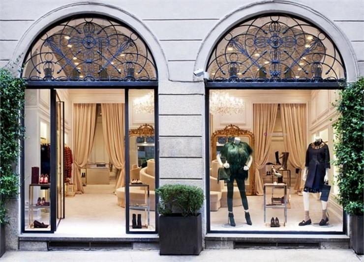 """""""boutique-milano_Lucchi Biserni""""  Nuovo flagship store, Moschino di Roma Nuovo flagship store Moschino di Roma boutique milano Lucchi Biserni e1380722489761"""