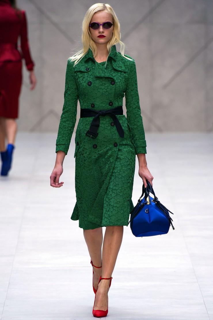 """""""Londra Fashion Settimana 2012/2013""""  Verde smeraldo: 2013 colore di Pantone Verde smeraldo 2013 colore di Pantone Londra Fashion Settimana e1381332447519"""