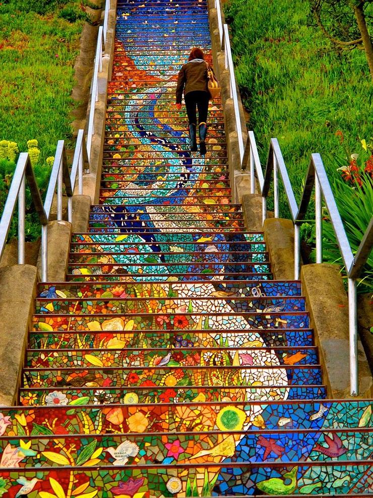 """""""17 delle più belle scale in tutto il mondo - 16th Avenue Tiled Steps, San Francisco""""  Il nostro articolo più popolare - 17 delle più belle scale in tutto il mondo 17 delle pi   belle scale in tutto il mondo 16th Avenue Tiled Steps San Francisco"""