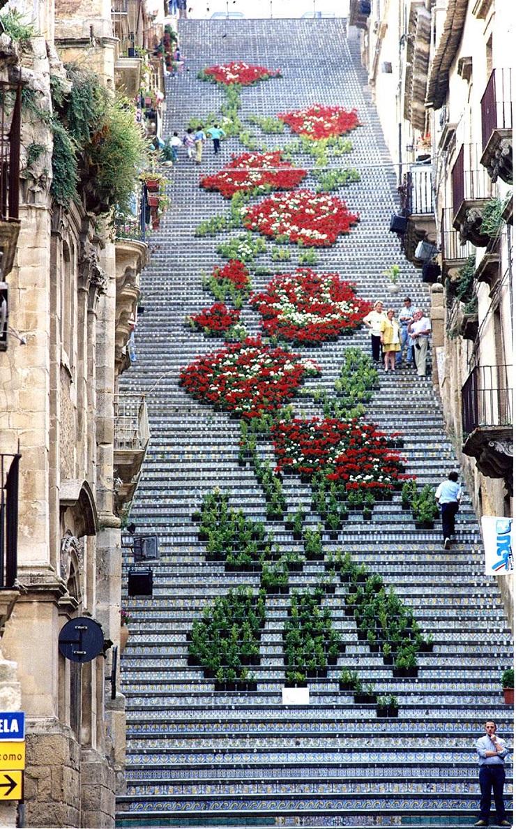 """""""17 delle più belle scale in tutto il mondo - Sicily, Italy""""  Il nostro articolo più popolare - 17 delle più belle scale in tutto il mondo 17 delle pi   belle scale in tutto il mondo Sicily Italy"""