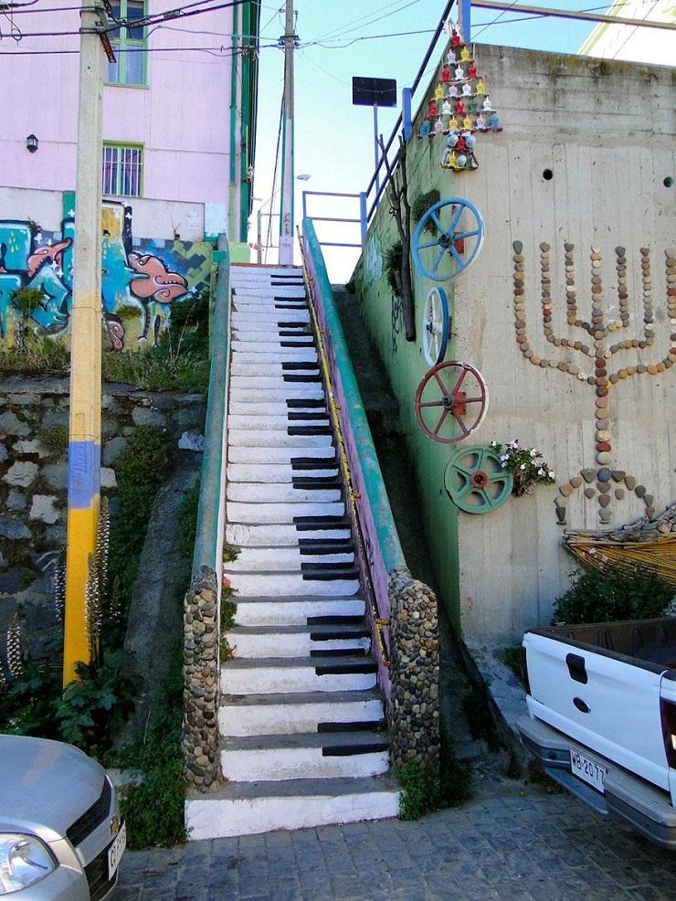 """""""17 delle più belle scale in tutto il mondo - Valparaíso, Chile""""  Il nostro articolo più popolare - 17 delle più belle scale in tutto il mondo 17 delle pi   belle scale in tutto il mondo Valpara  so Chile"""