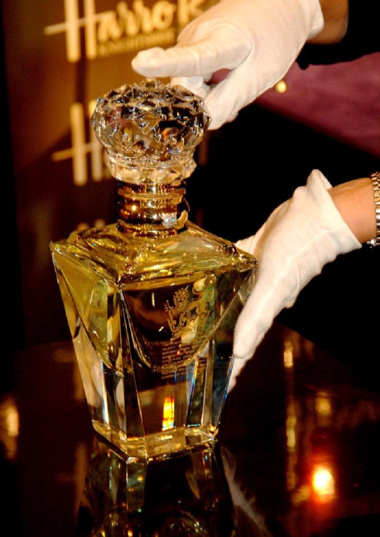 I regali di Natale più lussuosi - Profumo Imperial Majesty di Clive Christian  I regali di Natale più lussuosi I regali di Natale pi   lussuosi Profumo Imperial Majesty di Clive Christian