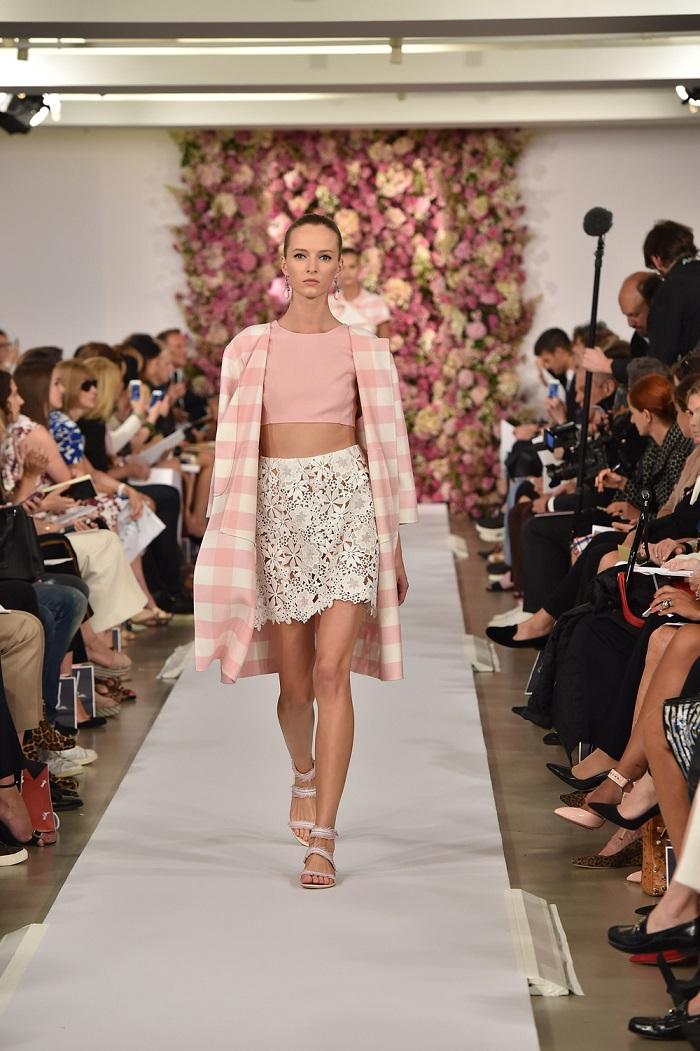Tendenze di Moda 2015 – Sandali Bassi di nuovo un trend  Tendenze di Moda 2015 – Sandali Bassi di nuovo un trend pass