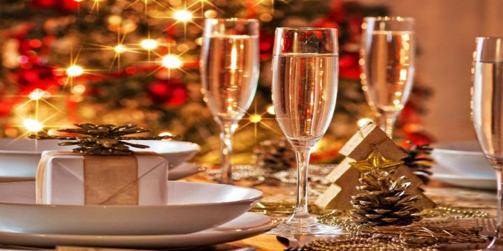 come-decorare-la-casa-per-un natale-di-lusso tavola di natale  Come decorare la casa per un Natale di Lusso come decorare la casa per un natale di lusso tavola di natale
