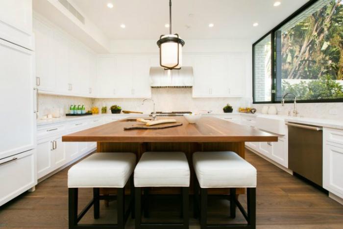 Kendall jenner compra la casa di emily blunt per 6 5m for 6 piani di casa con 4 bagni