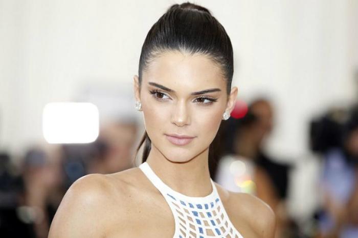 kendall-jenner-compra-casa-emily-blunt-6-5m (6) Kendall Jenner Kendall Jenner Compra la Casa di Emily Blunt Per $ 6.5M kendall jenner compra casa emily blunt 6 5m 6