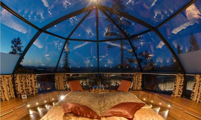 I 5 resort più belli dove passare il capodanno 2018 capodanno 2018 I 5 resort più belli dove passare il capodanno 2018 Inside the Glass Igloo of Kakslauttanen Arctic Resort Finland 1000x600 1