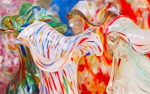 artigianato 5 esempi di straordinario artigianato di famosi designer e aziende italiane Brocche in vetro di Murano 480x300