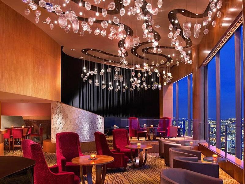 aritigianato artigianato 5 esempi di straordinario artigianato di famosi designer e aziende italiane Hotel singapore jaanrestaurant BAR 01