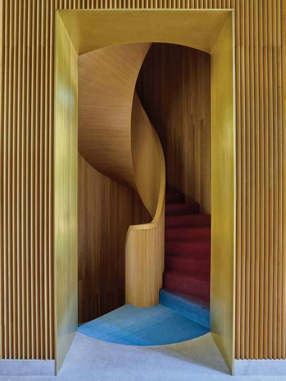 Luca Guadagnino: il Regista dell'Interior Design luca guadagnino Luca Guadagnino: il Regista dell'Interior Design 19tmag luca slide LA7W superJumbo 1170x1560 scaled